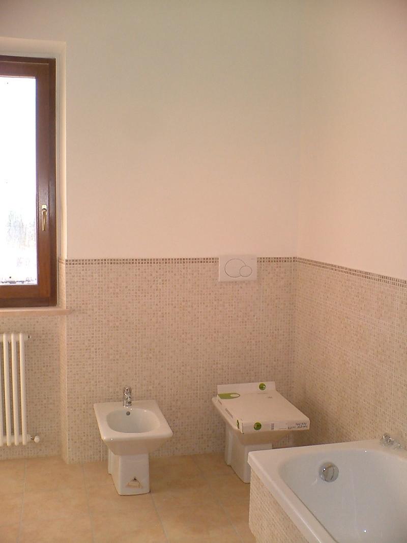 Rivestimento basso bagno pannelli termoisolanti - Rivestimento bagno moderno ...